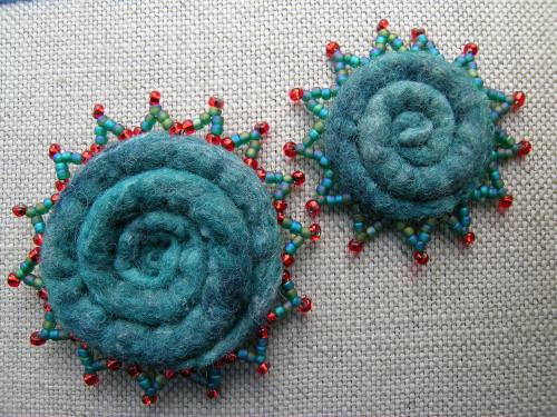 Felted spiral brooches 5