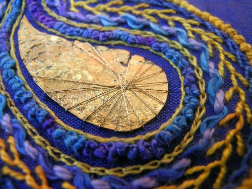 Paisley brooch - finishing 1