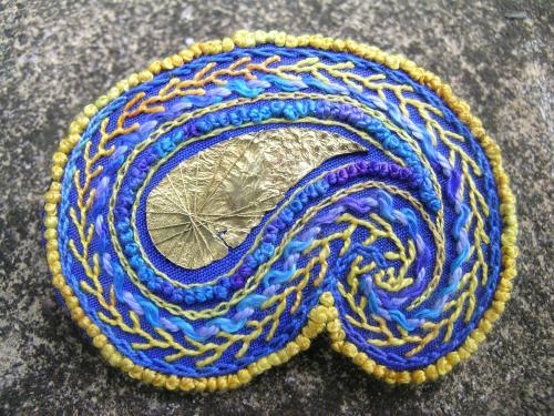Paisley brooch - finishing 4