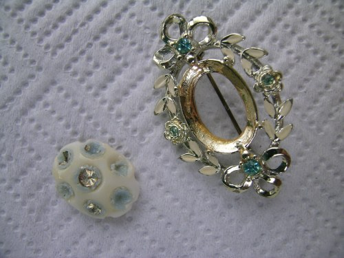 Sea-green upcycled brooch 3