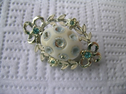 Sea-green upcycled brooch 1