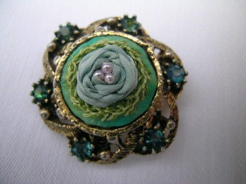 Blue ribbon rose brooch 2