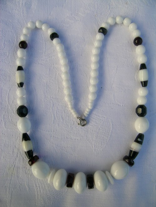 Black and white glass bead necklace 1