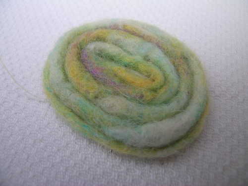 Pale lime brooch 2